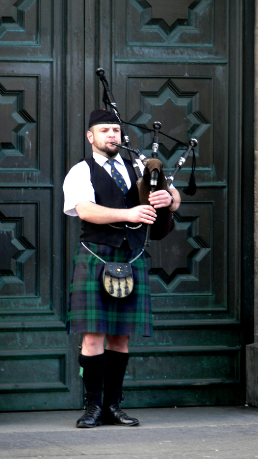 Piper, Edinburgh