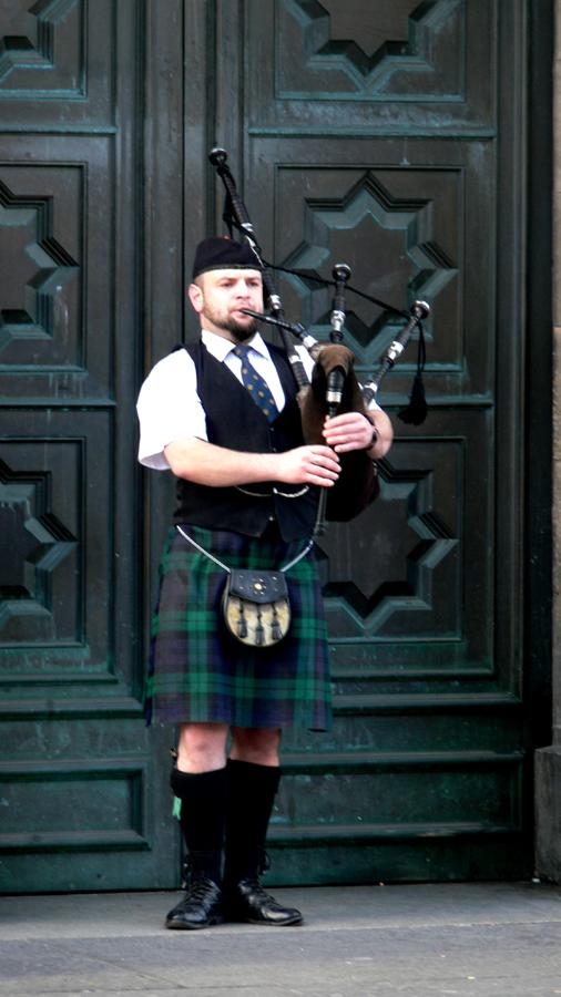 Piper, Edinburgh